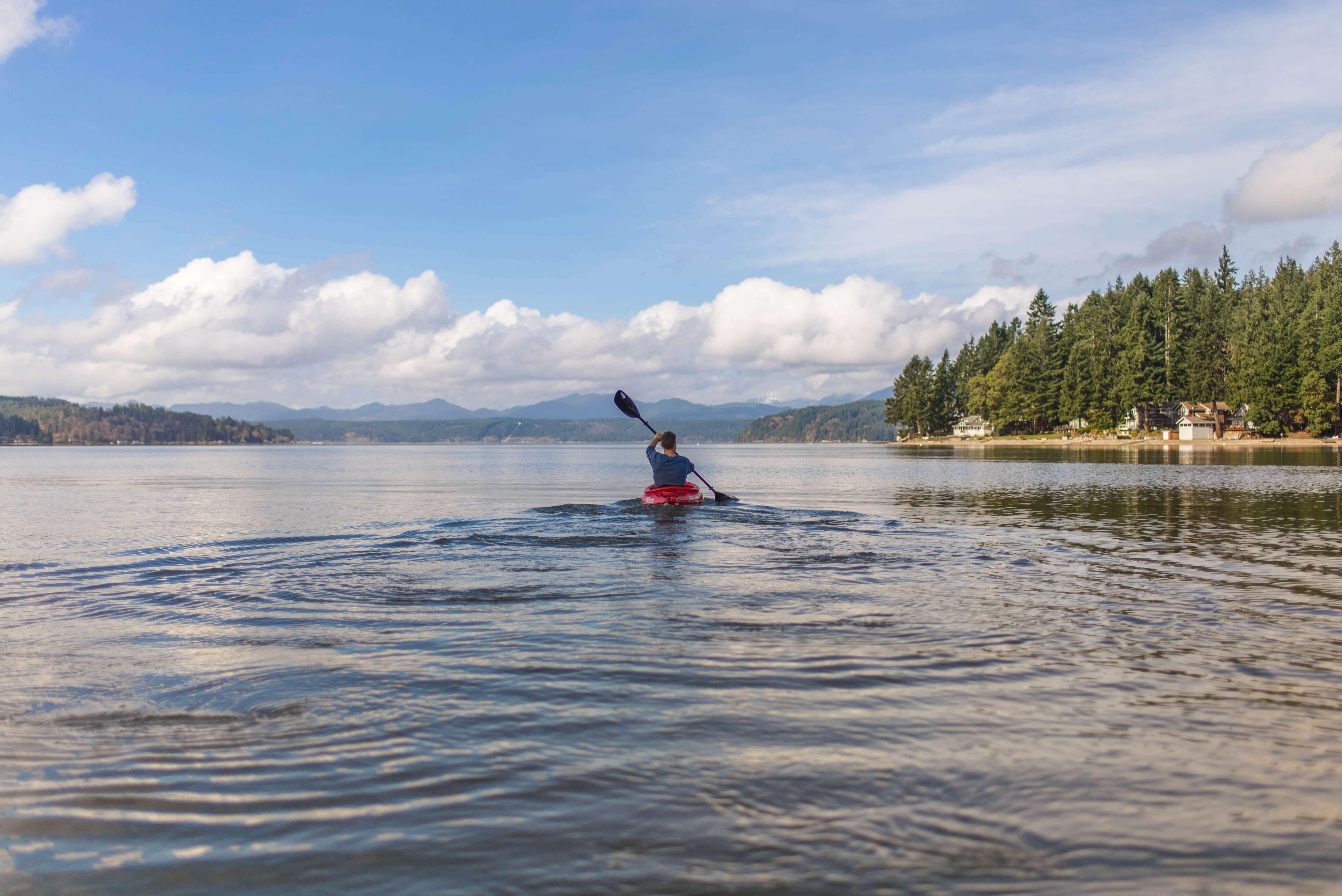 Kajak træning i søen kan være ekstremt hyggeligt, og har masser af fordele!